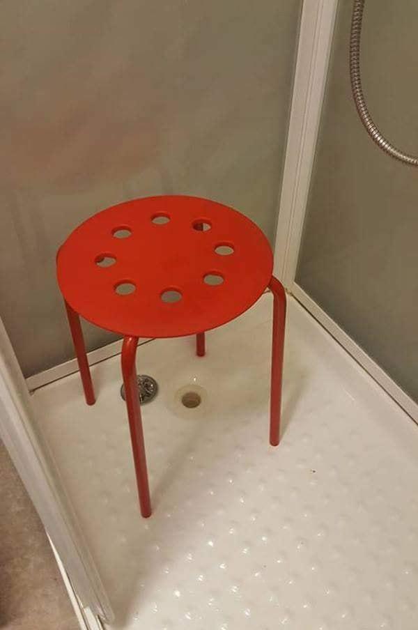 挪威男子洗澡時蛋蛋卡在IKEA圓凳!客服回應超爆笑