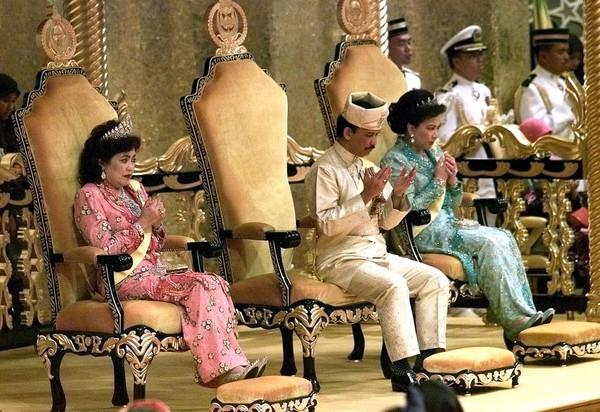 地表最狂皇室! 汶萊親王「月花12億、後宮佳麗40人」奢侈行徑曝光