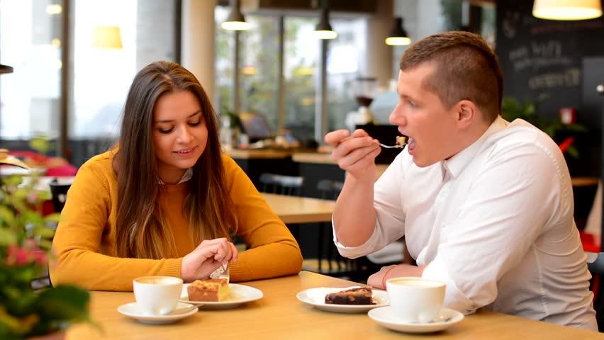 談戀愛真的會幸福肥!研究證實:情侶感情好體重至少增胖6公斤!