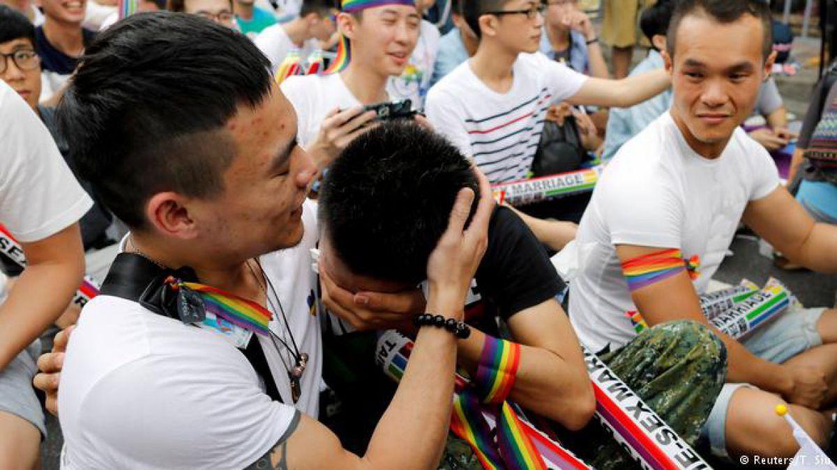 台灣同志婚姻5月24日正式合法化,首日就吸引大量人登記!